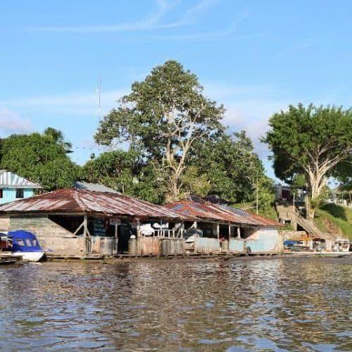 Bootsanlegestelle in Tamshiyacu am Amazonas (Bildrechte GLS Zukunftsstiftung Entwicklung)